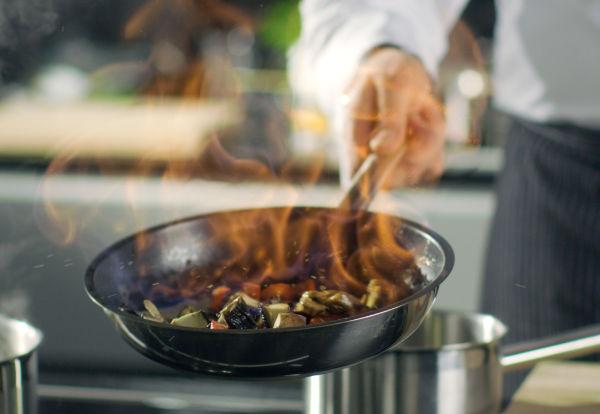 Sizzling pan